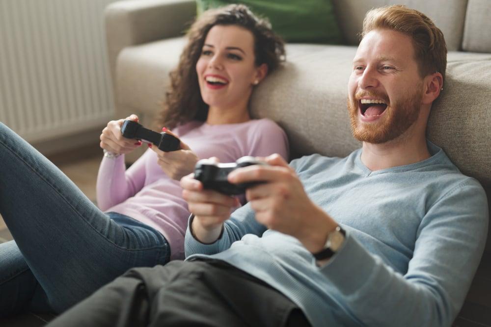 Kužiš da žena glumi da igra jer ne dira L i R triggere (Shutterstock.com / nd3000)