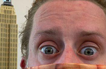 Macaulay Culkin savjetuje da nosite masku - i pritom nosi najbolju masku na svijetu