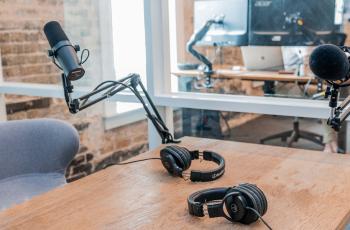 Misliš da je došlo vrijeme da imaš svoj podcast? Evo kako (i s čim) početi