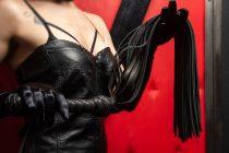 bičevanje whip sadomazo seks izvor-shutterstock_1357366304
