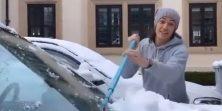 Možda igra za United, ali čisti snijeg s auta jednako kao i ti