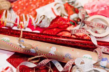Rugala se mužu zbog umotavanja božićnog poklona. Vidite li vi problem? Mi ne