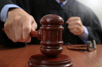 Sin dobio tužbu protiv roditelja - jer su mu bacili porno filmove i časopise