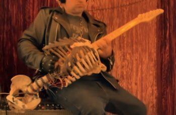 Pretvorio je kosti svoga strica u gitaru kako bi mogao svirati metal
