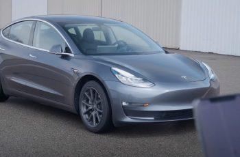 Budućnost je stigla: Tesla vozila na autopilotu po autocesti, Youtuber uhićen na zadnjem sjedalu