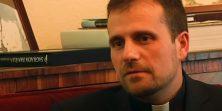 Biskup se zaljubio u autoricu erotsko-sotonističkih romana, kolege se brinu da ga je zaposjeo Nečastivi